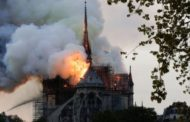 بالصور الحريق الضخم الذي اندلع في كاتدرائية نوتردام في باريس مساء الإثنين ودمّر أجزاء منها