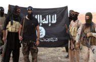 داعش يستهدف رتل عسكري للجيش السوري بريف الرقة.. ومقتل 7 مدنيين بظروف غامضة بريف دير الزور