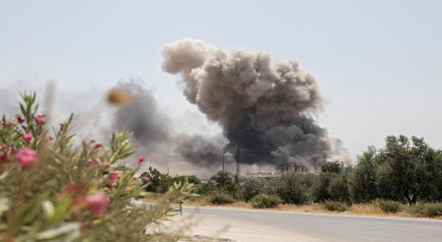 الطائرات الروسية والسورية تقصف مدينة ادلب وريفها بعد يومين على الهدنة