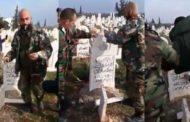 عناصر من الجيش السوري تكسر شواهد القبور.. وتستهزئ بجمجة بشرية بريف ادلب