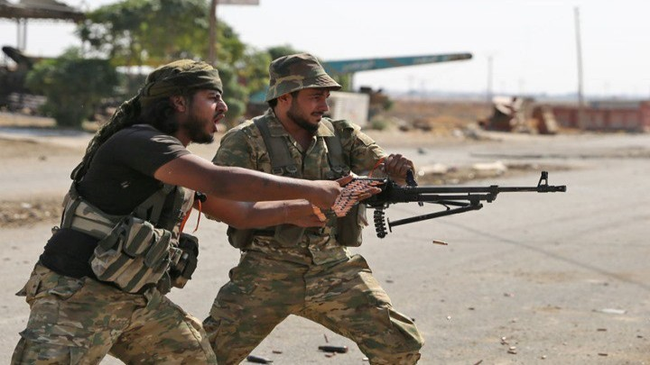 درعا: اشتباكات بين عناصر من الفيلق الخامس والأجهزة الأمنية.. واستقدام تعزيزات الى بلدة محجبة