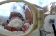 ولادة طفل مصاب بفيروس كورونا في إيران