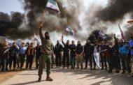 محتجون يقطعون الطريق الدولي