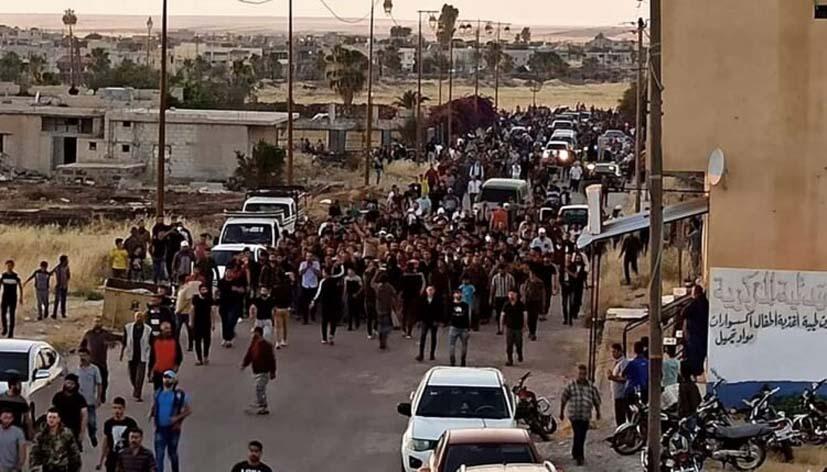 درعا: للمرة الثانية تتحول مراسيم تشييع احد عناصر الفيلق الخامس الى مظاهرة مطالبة بـ