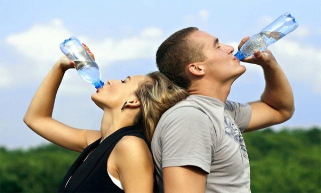 باستثناء العطش ,هل هناك علامات تدل على عدم شرب كمية كافية من الماء؟