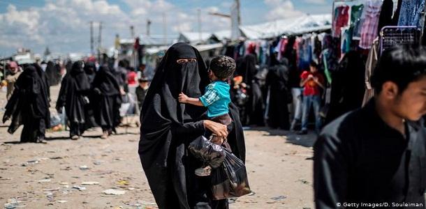 السلطات الروسية تجلي 27 طفلا روسيا من مخيم الهول في شمال سوريا إلى وطنهم