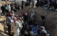 المقابر الجماعية لداعش.. نقل رفات 26 شخصاً من أبناء عشيرة الشعيطات