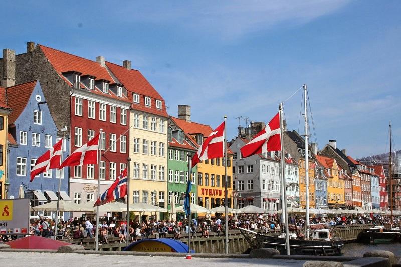 الدنمارك تعتزم ترحيل نحو 100 لاجئ إلى سوريا وتعتبر دمشق ومحيطها مناطق آمنة