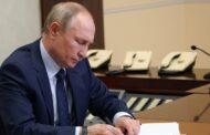 بوتين يوقع على قانون يسمح له بالبقاء رئيسا لولايتين إضافيتين